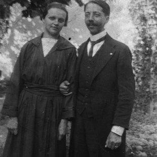 Gáncs Aladár feleségével Piliscsabán